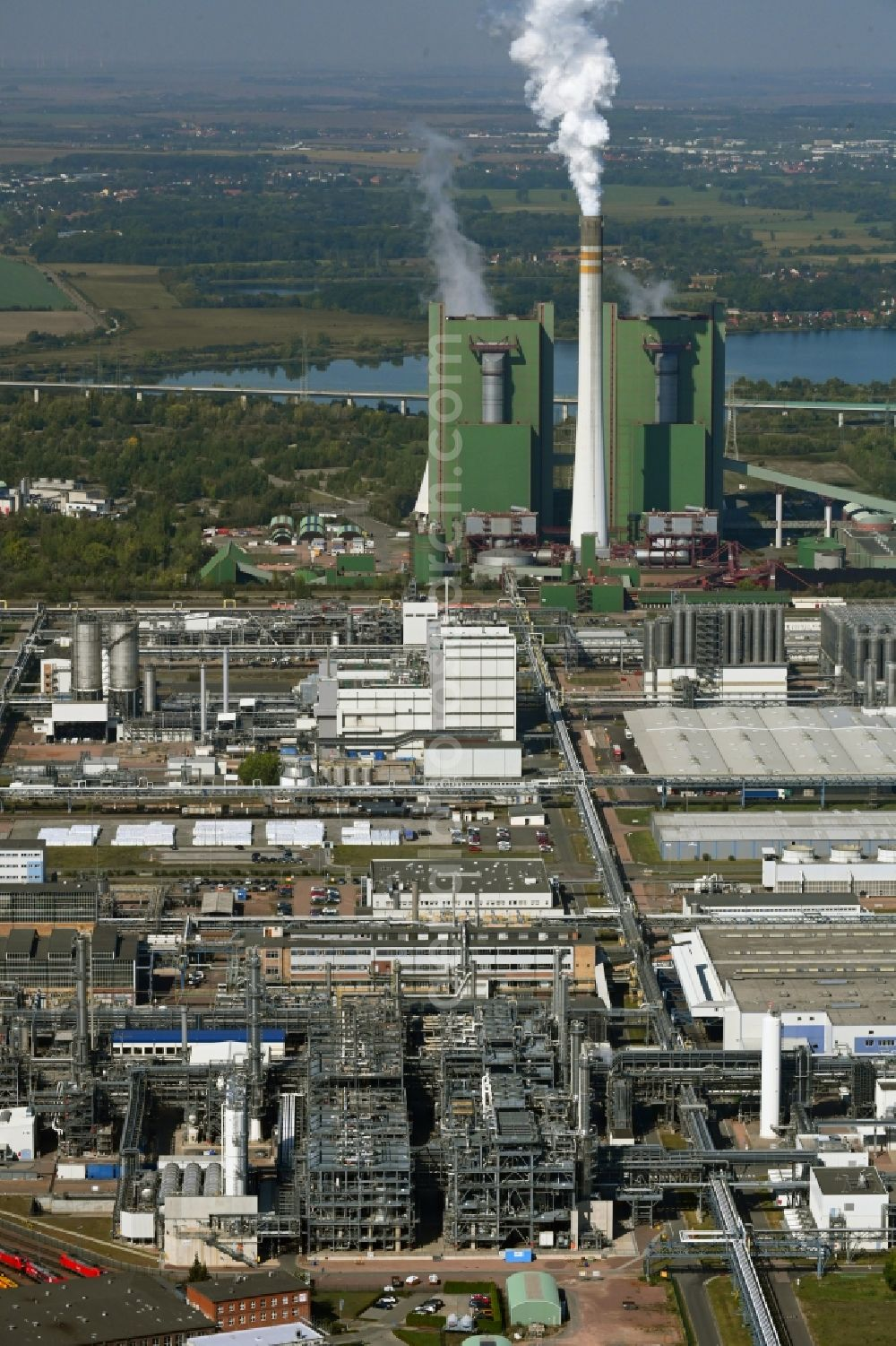 Aerial image Schkopau - Technical facilities in the industrial area with refinery systems and the exhaust towers of the thermal power station in the district Hohenweiden in Schkopau in the state Saxony-Anhalt, Germany