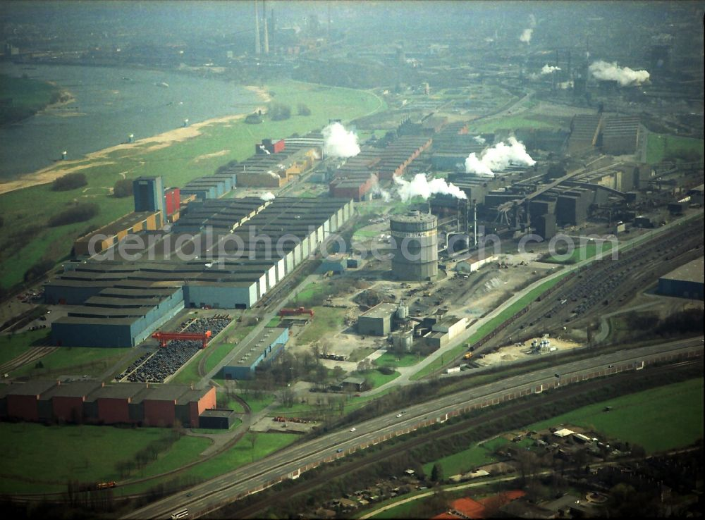 Duisburg from the bird's eye view: Technical equipment and production facilities of the steelworks of thyssenkrupp Steel Europe AG in the district Bruckhausen in Duisburg in the state North Rhine-Westphalia, Germany
