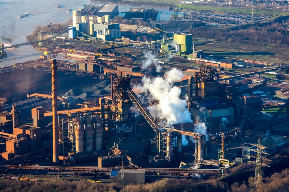 Aerial image Duisburg - Technical equipment and production facilities of the steelworks of thyssenkrupp Steel Europe AG in the district Bruckhausen in Duisburg in the state North Rhine-Westphalia, Germany