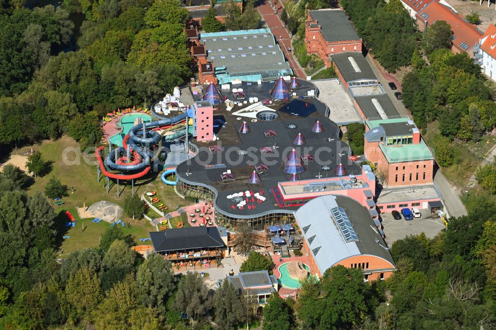 Aerial image Halle (Saale) - Spa and swimming pools at the swimming pool of the leisure facility Maya mare Am Wasserwerk in the district Ortslage Ammendorf - Beesen in Halle (Saale) in the state Saxony-Anhalt, Germany