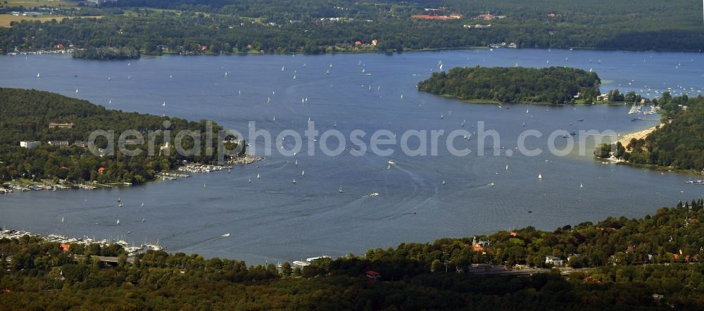 Aerial photograph Berlin - Riparian areas on the lake area of Grosser Wannsee in the district Nikolassee in Berlin, Germany
