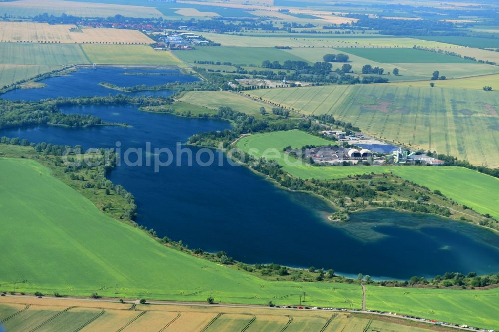 Aerial photograph Wegeleben - Shore areas of the ponds for fish farming in Wegeleben in the state Saxony-Anhalt, Germany