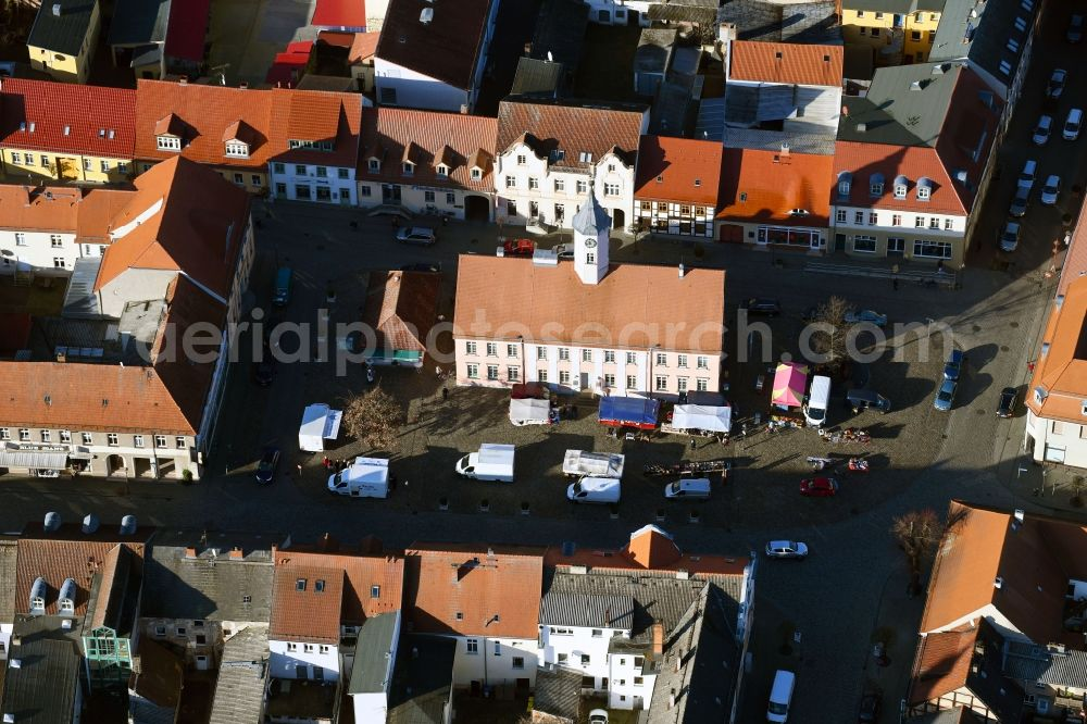 Aerial image Zehdenick - Sale and food stands and trade stalls in the market place on Am Markt in Zehdenick in the state Brandenburg, Germany