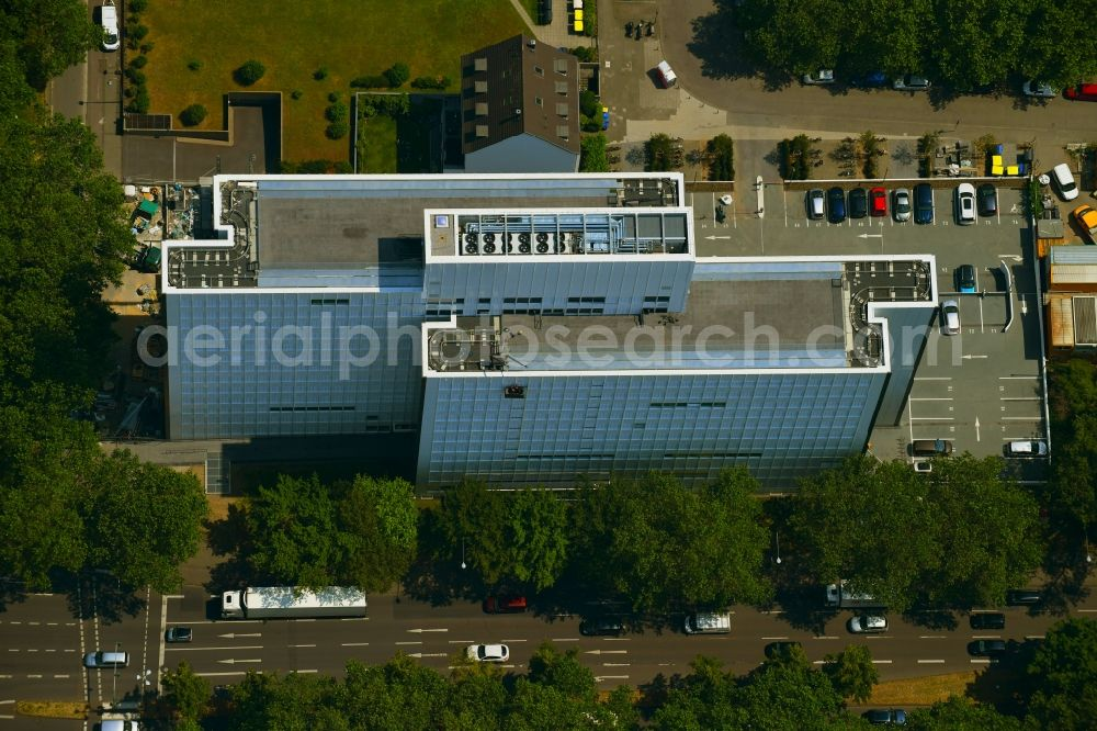 Aerial image Köln - Office and administration buildings of the insurance company of Delvag Versicherungs - AG on Venloer Strasse in the district Neustadt-Nord in Cologne in the state North Rhine-Westphalia, Germany. Further information at: Delvag Versicherungs-AG.