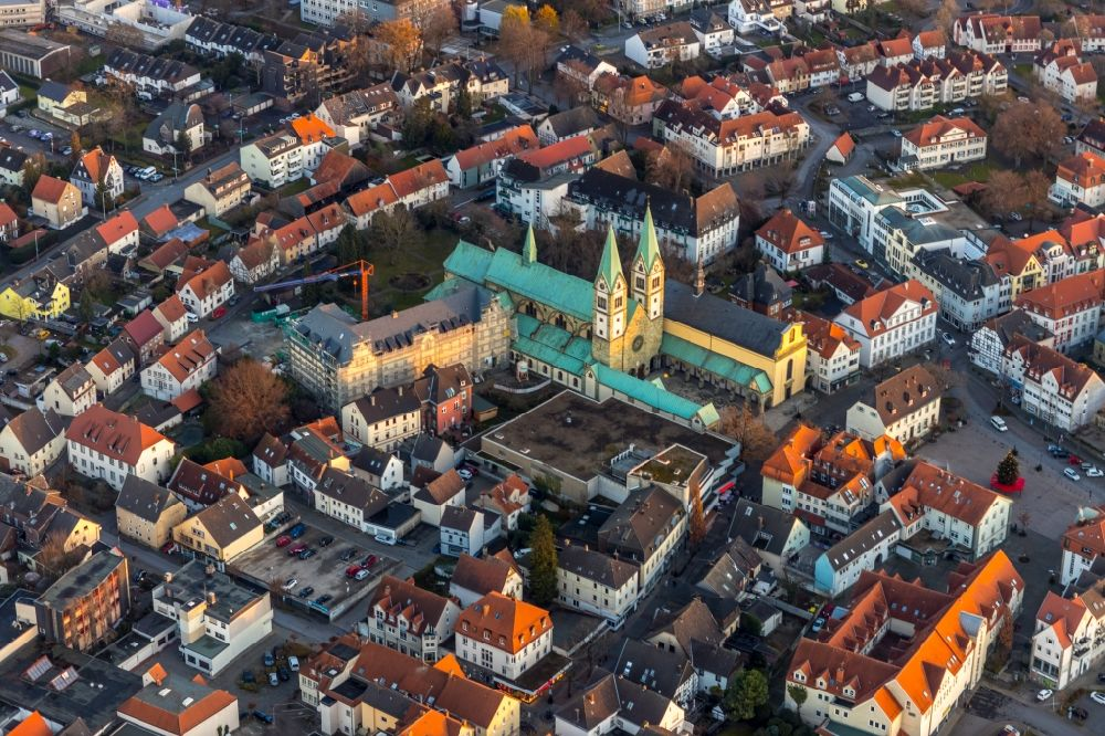 Werl from the bird's eye view: Aerial view of the Pilgrimage Basilica of the Visitation of the Virgin Mary in Walburgisstrasse and Old Pilgrimage Church and Renovation of the Franciscan Monastery in Klosterstrasse in Werl in the German state of North Rhine-Westphalia, Germany