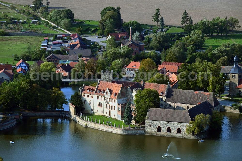 Flechtingen from the bird's eye view: Building and castle park systems of water castle Wasserschloss Flechtingen on Lindenplatz in Flechtingen in the state Saxony-Anhalt, Germany