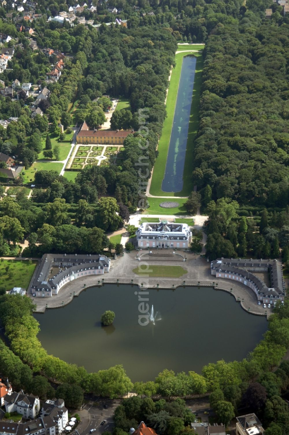 Düsseldorf from the bird's eye view: Building and castle park systems of water castle in the district Benrath in Duesseldorf in the state North Rhine-Westphalia, Germany.