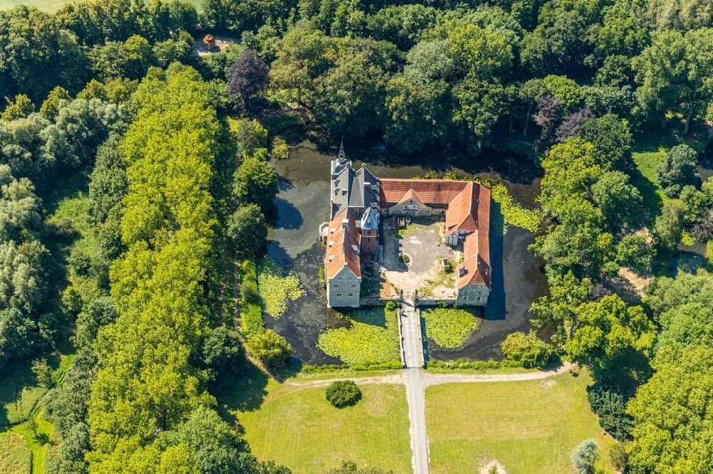 Senden from above - Building and castle park systems of water castle in the district Holtrup in Senden in the state North Rhine-Westphalia, Germany