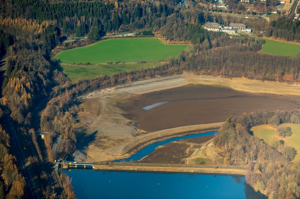 Olpe from the bird's eye view: Low water level and lack of water caused the shoreline areas to be exposed of Biggesee in Olpe in the state North Rhine-Westphalia, Germany