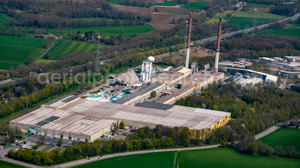 Gladbeck from above - Building and production halls on the premises of Pilkington Germany AG on Hegestrasse in Gladbeck in the state North Rhine-Westphalia, Germany