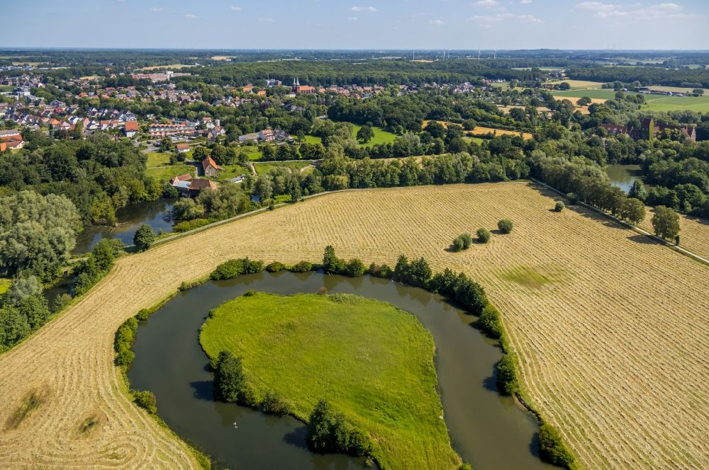 Aerial image Dolberg - Grassland structures of a meadow and field landscape in the lowland of Lippe river in Dolberg in the state North Rhine-Westphalia, Germany