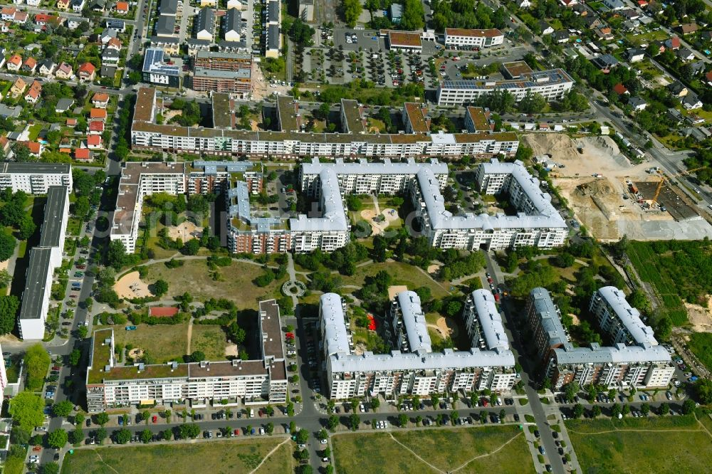 Berlin from above - Residential area of a multi-family house settlement Plauener Strasse - Sollstaedter Strasse - Arendsweg in the district Hohenschoenhausen in Berlin, Germany