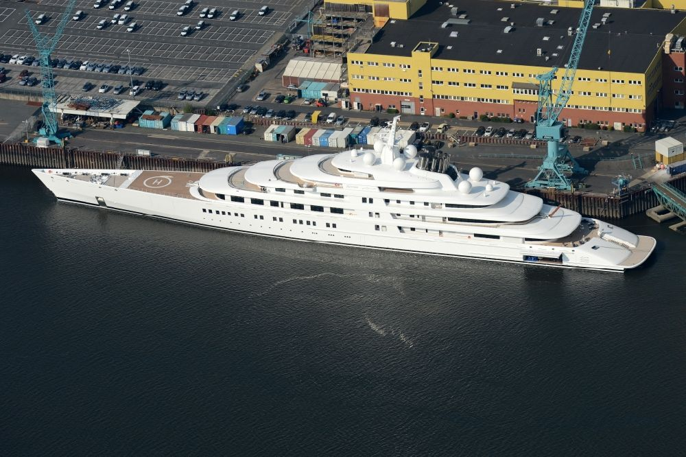 Bremen from above - Yacht Azzam at the wharf of Luerssen on the