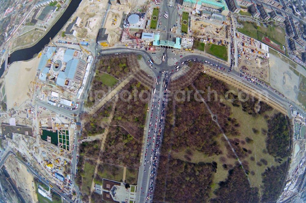 Vertical aerial photograph Berlin - Vertical aerial view from the satellite perspective of the new construction sites at the landmark Brandenburg Gate on Pariser Platz in the Mitte district of Berlin.