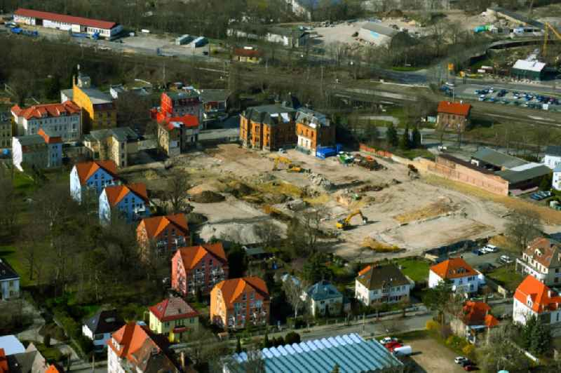 Demolition and disposal work on the remains of the ruins on the former premises of 'Rotations Symmetrische Teile GmbH Apolda Dr. Zimmermann' on Bahnhofstrasse in Apolda in the state Thuringia, Germany
