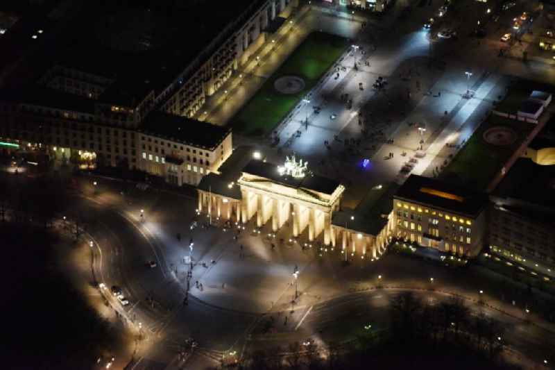 Night view of the Brandenburg Gate at the Pariser Platz in Berlin.