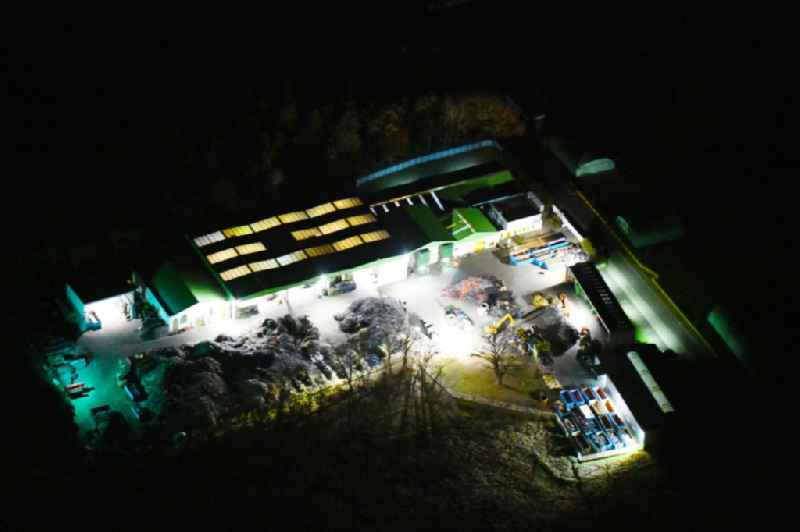 Night lighting Site waste and recycling sorting of CABLO Metall-Recycling & Handel GmbH in Fehrbellin in the state Brandenburg, Germany. Further information at: CABLO Metall-Recycling & Handel GmbH.