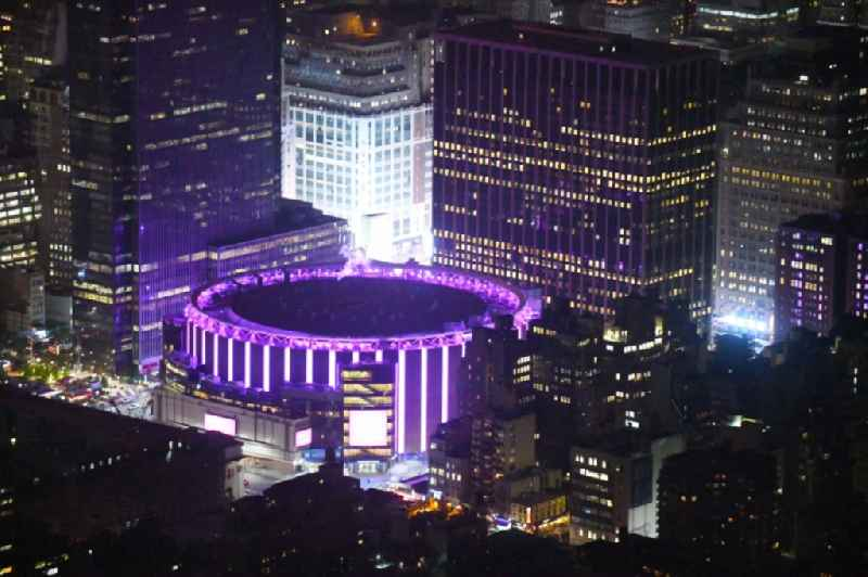 Night lighting Event and music-concert grounds of the Amtrak - Arena on Pennsylvania Station on Madison Square Garden in the district Manhattan in New York in United States of America