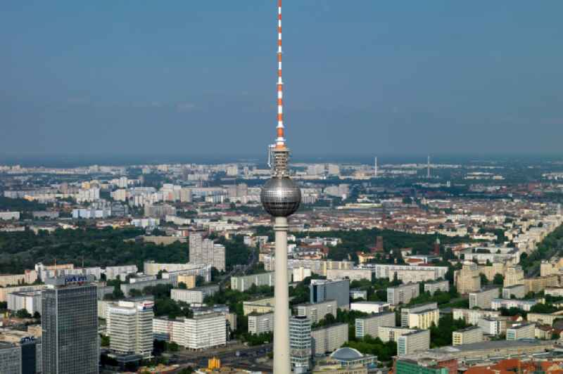 Television Tower in the district Mitte in Berlin, Germany. Further information at: DFMG Deutsche Funkturm GmbH.
