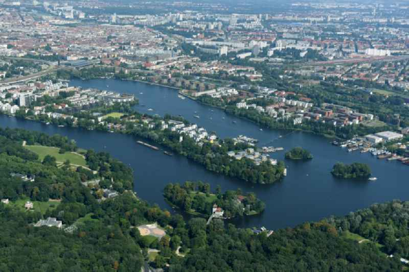 Residential house development on the peninsula Stralau between Spree- river and Lake Rummelsburger See in the district Bezirk Friedrichshain-Kreuzberg in Berlin, Germany