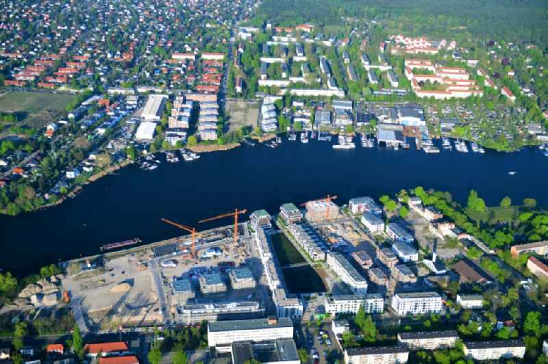 View of the area of the new construction project 'NeueWasserliebe - 52 Grad Nord Wohnen am Wasser in Berlin-Gruenau' in the district of Gruenau in Berlin