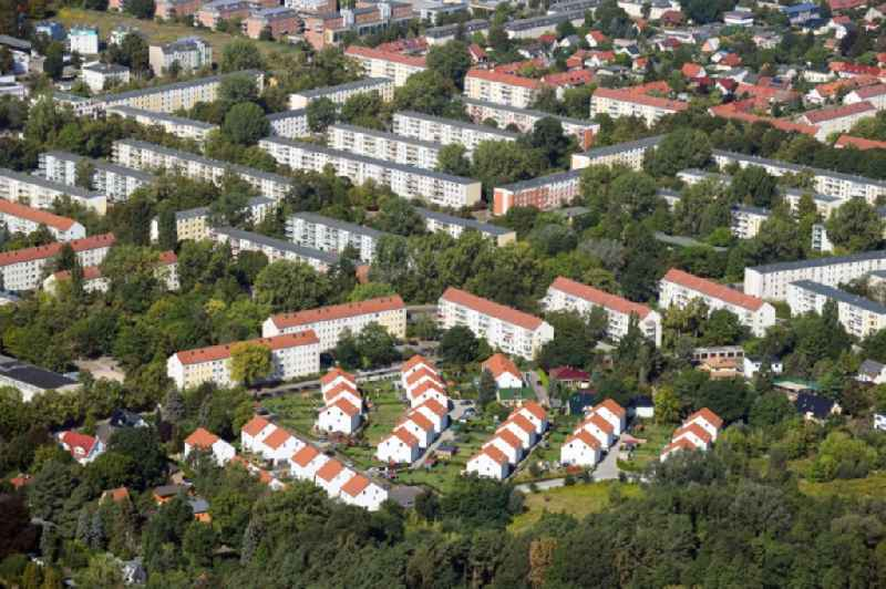 Single-family residential area of settlement on Feldblumenweg - Gruene Trift - Sommerwiesenweg - Am Stadtforst in the district Koepenick in Berlin, Germany. Further information at: cds Wohnbau Berlin GmbH.