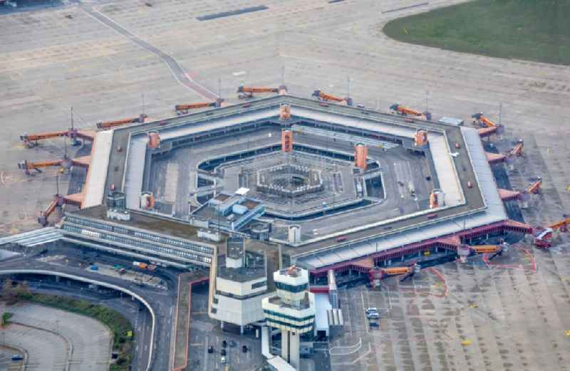End of flight operations at the terminal of the airport Berlin - Tegel