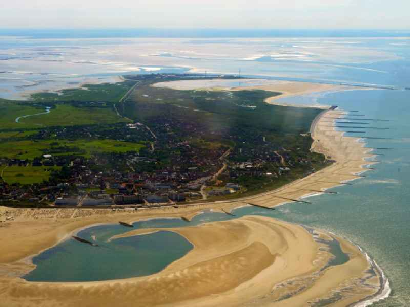 Coastal landscape and sandbar - structures at the North Sea in Borkum in the state Lower Saxony, Germany