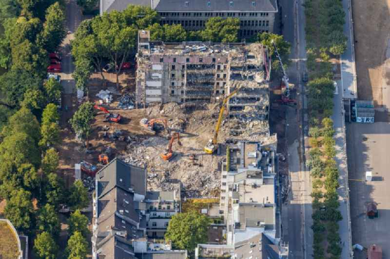Demolition and dismantling of a prefabricated high-rise housing estate on Mannesmannufer in the district Carlstadt in Duesseldorf in the state North Rhine-Westphalia, Germany