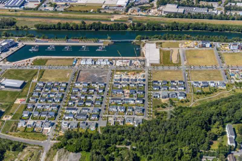 Construction site to build the new multi-family residential complex 'Graf Bismarck' on Johannes-Rau-Allee overlooking sports boat moorings on the banks of the Rhein-Herne-Kanal in the district Bismarck in Gelsenkirchen in the state North Rhine-Westphalia, Germany