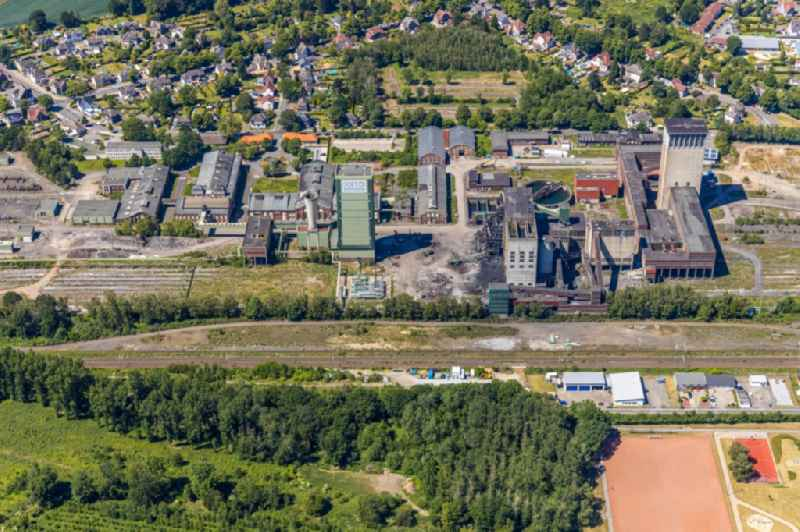 Demolition work on the site of the Industry- ruins of DSK Bergwerk Lippe in the district Westerhold in Gelsenkirchen in the state North Rhine-Westphalia, Germany