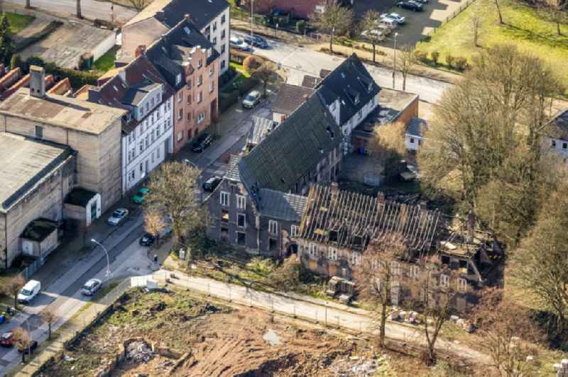 Demolition and disposal work on the remains of the ruins of the former colliery settlement 'Schlaegel & Eisen' of the Gladbecker colliery Zweckel between Schlaegelstrasse, Eisenstrasse and Bohnekampstrasse in Gladbeck in the state North Rhine-Westphalia, Germany
