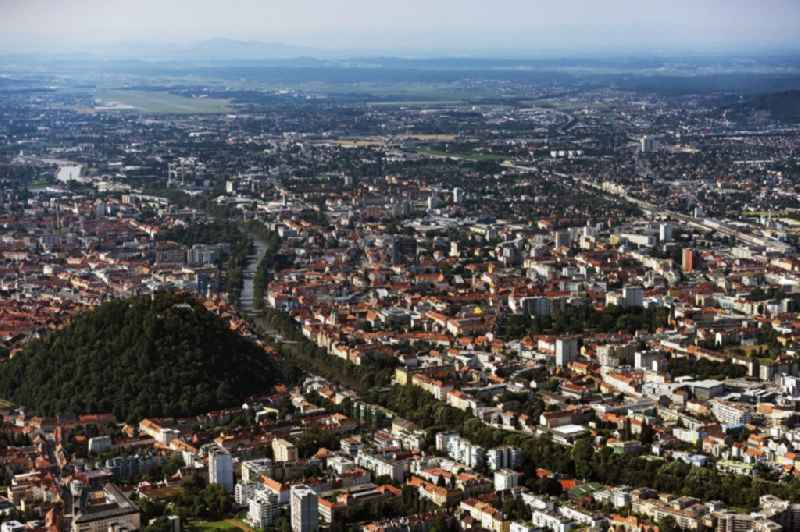 Old Town area and city center with dem Schlossberg on Flussverlauf of Mur in Graz in Steiermark, Austria.