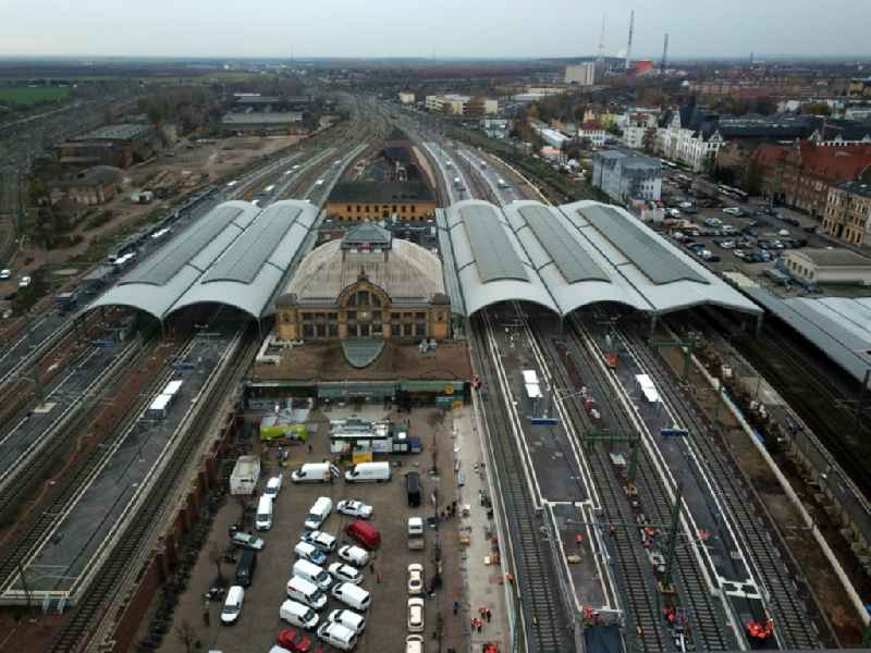 Track progress and building of the main station of the railway in Halle (Saale) in the state Saxony-Anhalt, Germany. Further information at: DB Netz AG,  DB Station&Service AG,  Deutsche Bahn AG,  Hentschke Bau GmbH,  RKW Architektur +  Rhode Kellermann Wawrowsky GmbH.