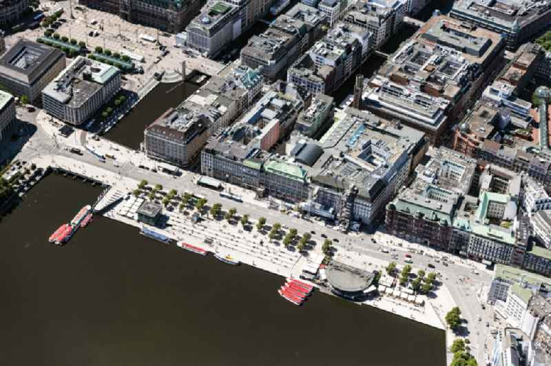 Riparian areas on the lake area of Jungfernstieg an der Binnenalster in Hamburg in Hamburg, Germany