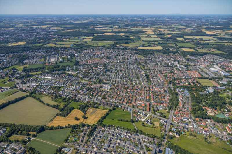 Outskirts residential along the Ostwennemarstrasse - Papenweg - Alter Uentroper Weg - Ammerweg in the district Werries in Hamm in the state North Rhine-Westphalia, Germany