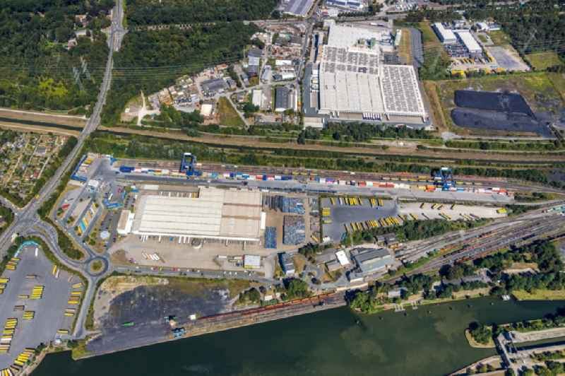 Lorries and Truck storage areas and free-standing storage of 'Mueller - Die lila Logistik GmbH & Co. KG' Am Westhafen in Herne in the state North Rhine-Westphalia, Germany