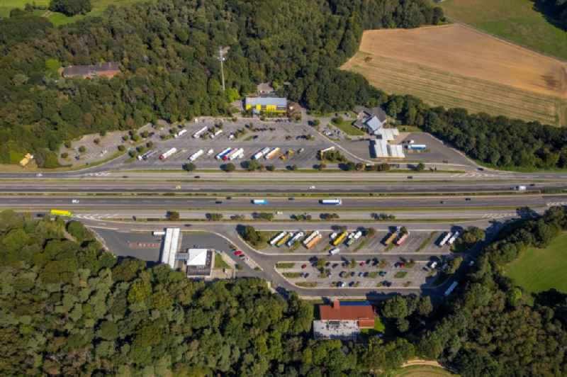 Routing and traffic lanes during the motorway service station and parking lot of the BAB A 3 in Huenxe in the state North Rhine-Westphalia, Germany. Further information at: Landesbetrieb Strassenbau Nordrhein-Westfalen.