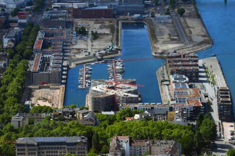 Construction site to build a new multi-family residential complex 'Die Schiffshaeuser' on the Suedmole in Alten Zollhafen in the district Neustadt in Mainz in the state Rhineland-Palatinate, Germany