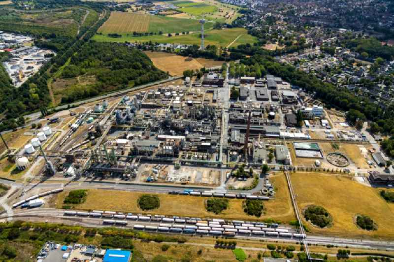 Refinery equipment and management systems on the factory premises of the mineral oil manufacturers of Eurotec Technologie Park in Moers in the state North Rhine-Westphalia, Germany. Further information at: INEOS Solvents Germany GmbH.