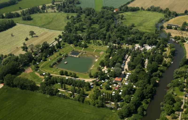 Camping with caravans and tents in Naumburg (Saale) in the state Saxony-Anhalt, Germany. Further information at: Campingplatz Bluetengrund GmbH.