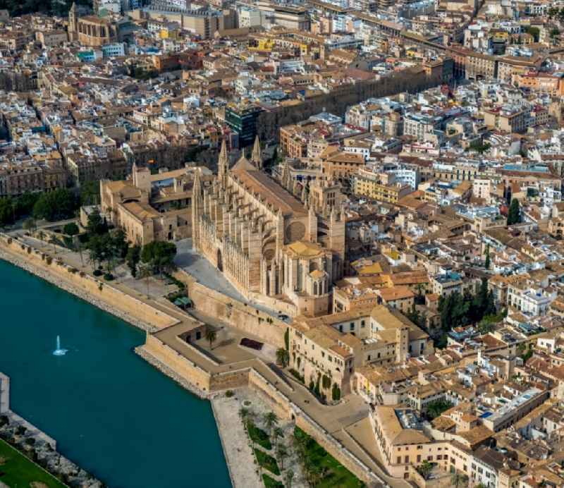 Church building of the cathedral on Placa de la Seu in the old town - center with lake and fountain in Parc de la Mar in Palma de Mallorca on the Balearic island of Mallorca, Spain