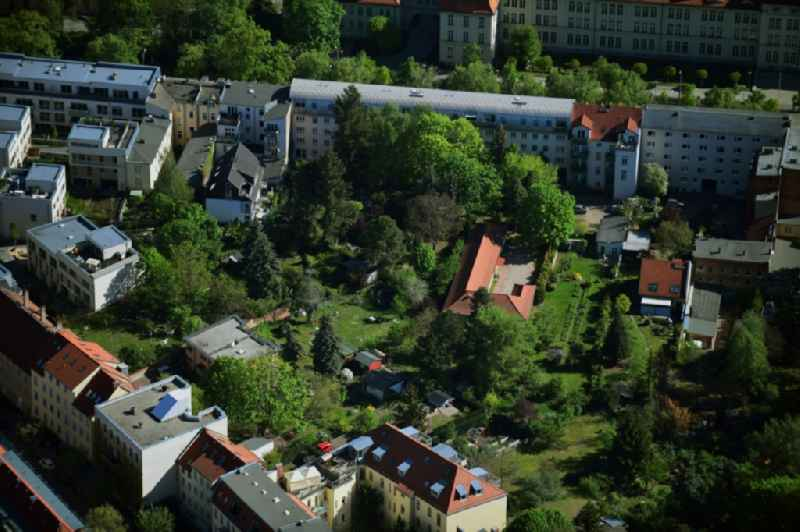 Residential area of a multi-family house settlement along the Heinrich-Mann-Allee in the district Suedliche Innenstadt in Potsdam in the state Brandenburg, Germany