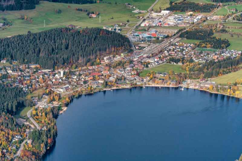 Village on the banks of the area Titisee Schwarzwald in Titisee-Neustadt in the state Baden-Wurttemberg, Germany