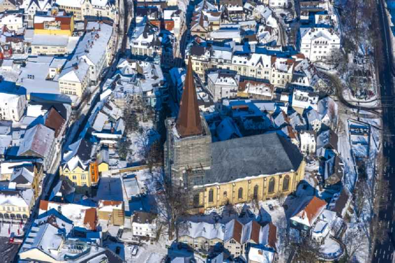 Wintry snowy renovation work on the church building 'Evangelische Stadtkirche' in Unna in the federal state of North Rhine-Westphalia, Germany