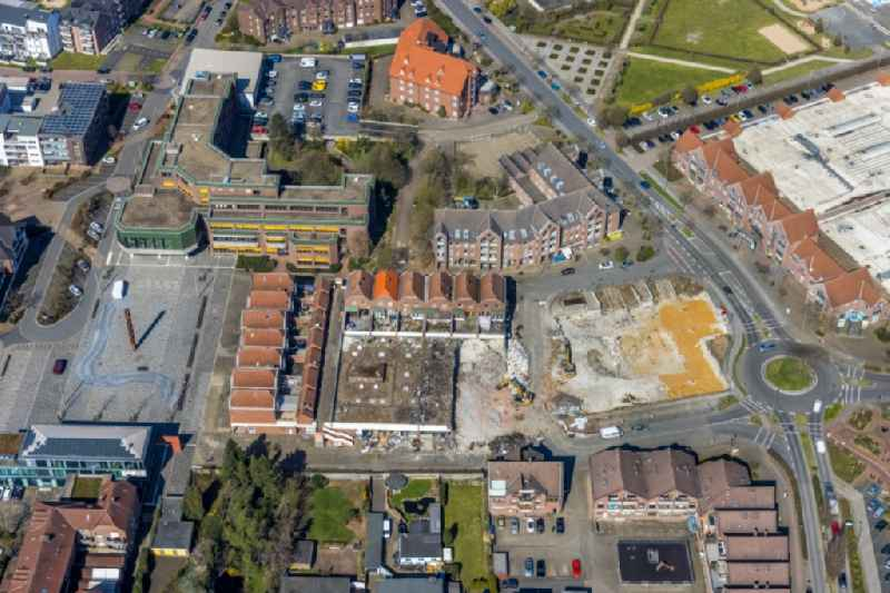 Demolition work on the site on the town hall square in the district Holthausen in Voerde at Ruhrgebiet in the state North Rhine-Westphalia, Germany