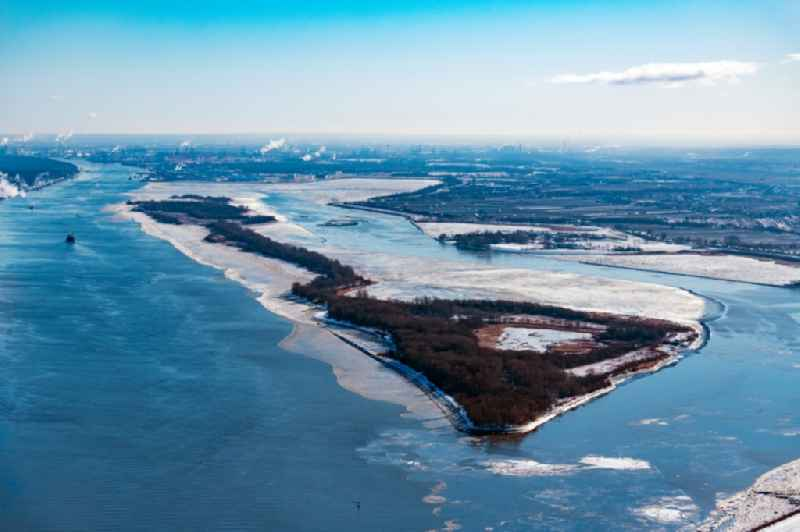 Winter ice drift along the Elbe island Hanskalbsand of the Elbe river course in the Wedel district in Hamburg, Germany