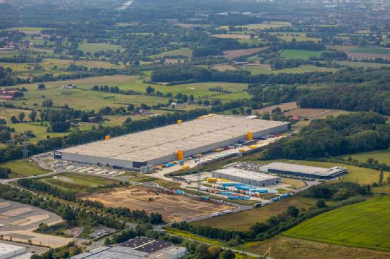 Warehouses and forwarding building of 'Amazon Logistik Werne GmbH - DTM1' of the Amazon Europe Core S.a r.l. in Werne in the state North Rhine-Westphalia, Germany. Further information at: Amazon Europe Core S.a r.l..