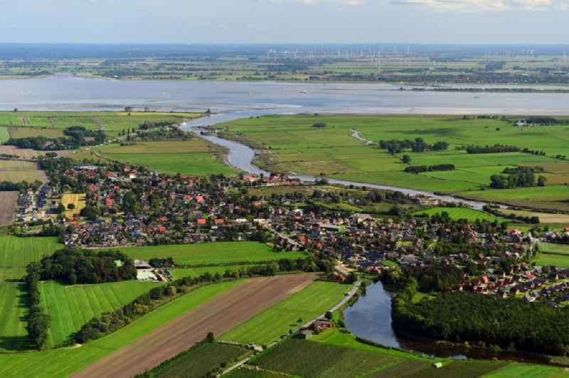 Village on the river bank areas of Wischhafener Sueofelbe in Wischhafen in the state Lower Saxony, Germany