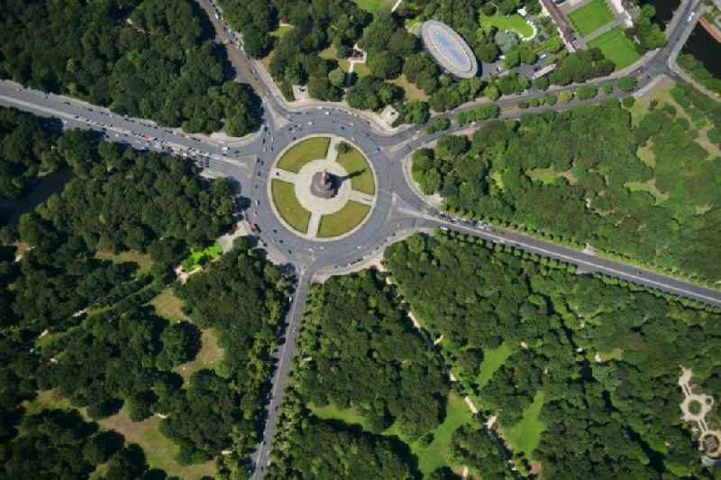 Vertical aerial view from the satellite perspective of the park of Tiergarten - Strasse of 17. Juni - Siegessaeule - Grosser Stern in the district Tiergarten in Berlin, Germany